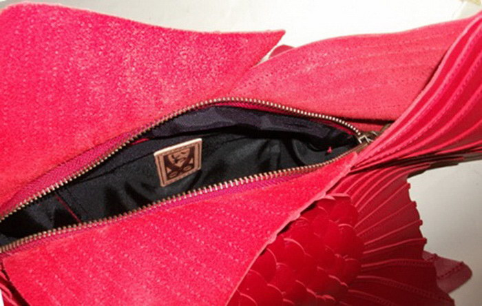 Дизайнерская сумка в виде золотой рыбки