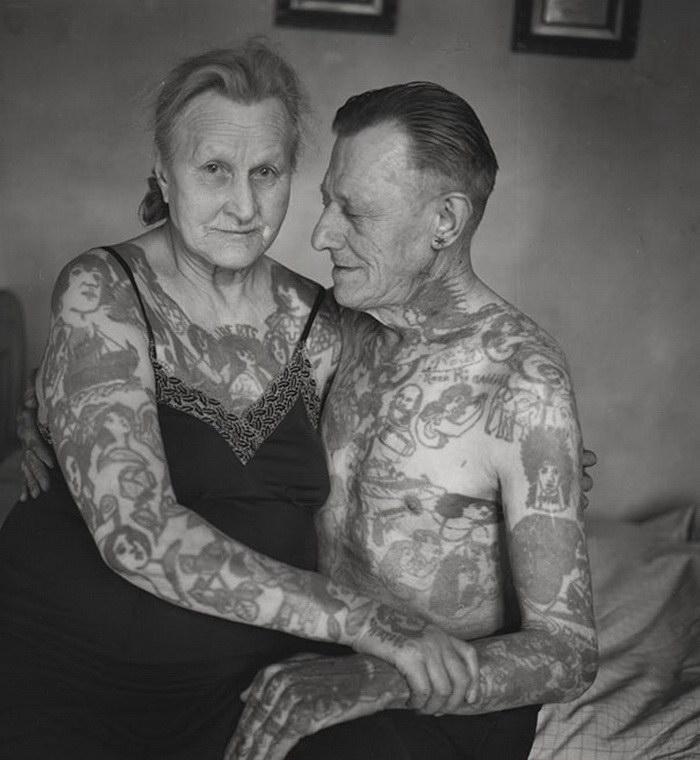 Фото стариков с тату