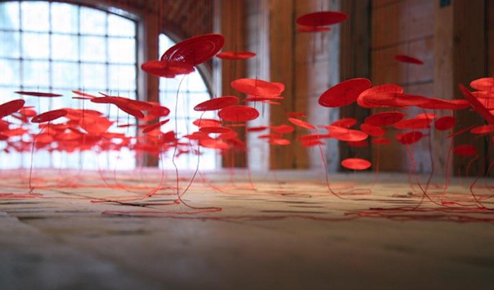 Инсталляция красных дисков