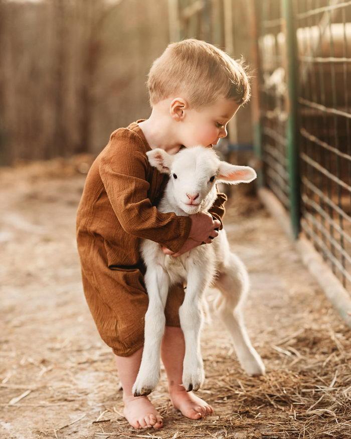 Дети и животные в снимках Andrea Martin