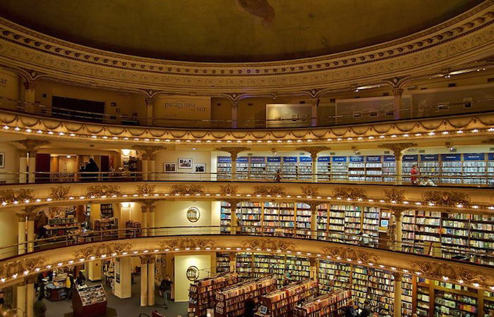 Книжный магазин в здании театра: El Ateneo Grand Splendid