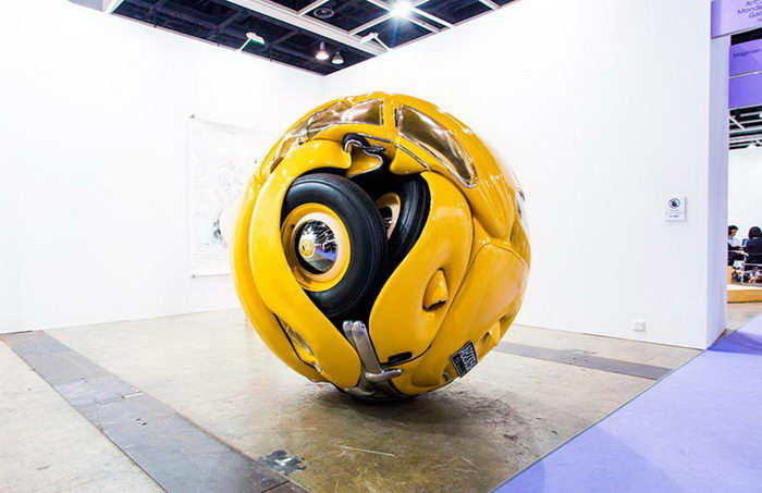 Сжатые в шары автомобили Ichwan Noor