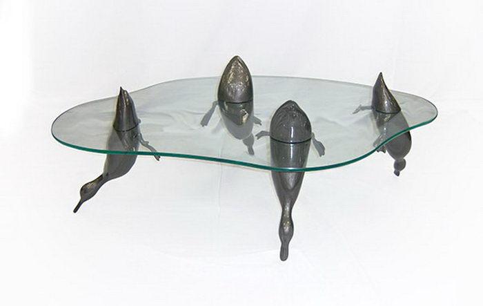 Столы Derek Pearce со всплывающими животными