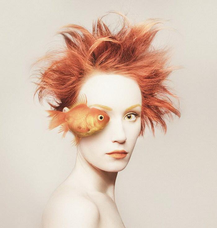 Странные автопортреты Flora Borsi