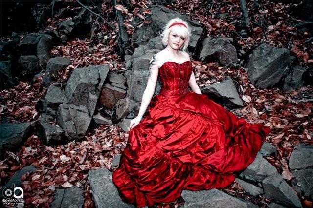 Красотки в красных платьях