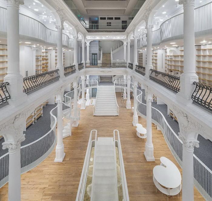 Удивительный книжный магазин в Бухаресте