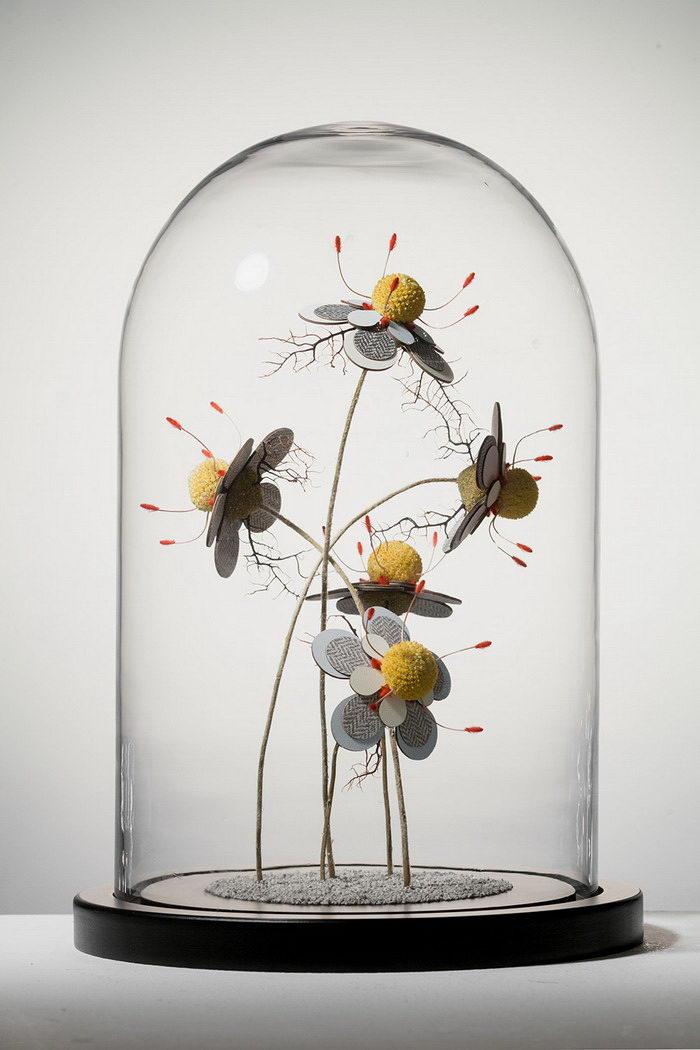 Цветы в колбах Noreen Loh Hui Miun