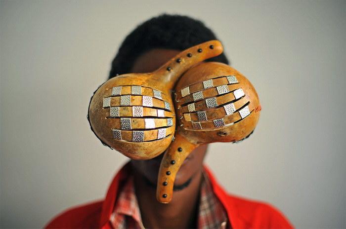 Креативные солнечные очки Cyrus Kabiru