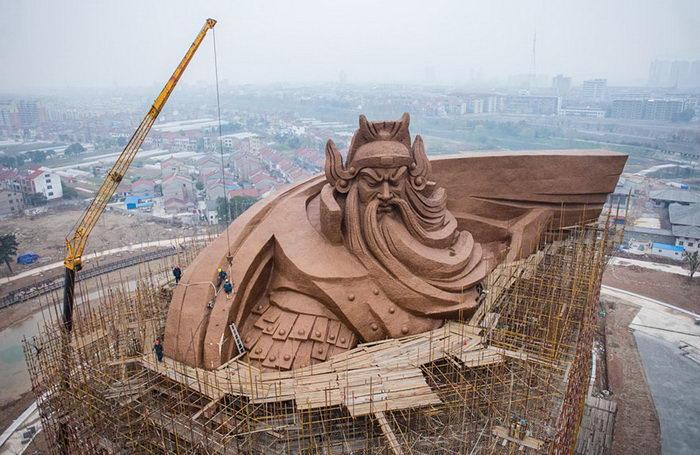 В Китае открыли гигантский памятник военачальнику Гуань Юю