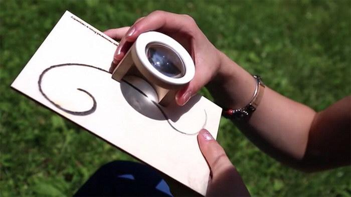 Линза, с помощью которой можно создавать рисунки на дереве