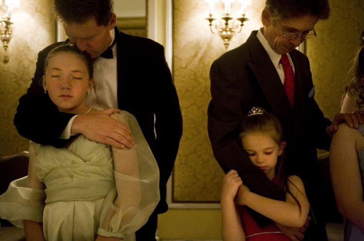 Бал для отцов и Девочки помладше до конца не осознают смысл обещания, ко