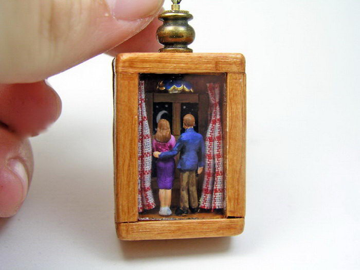 Миниатюрные миры в украшениях: работы Gregory Grozos