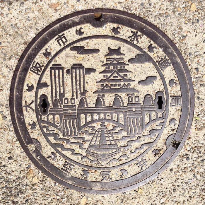 Необычные крышки канализационных люков в Японии