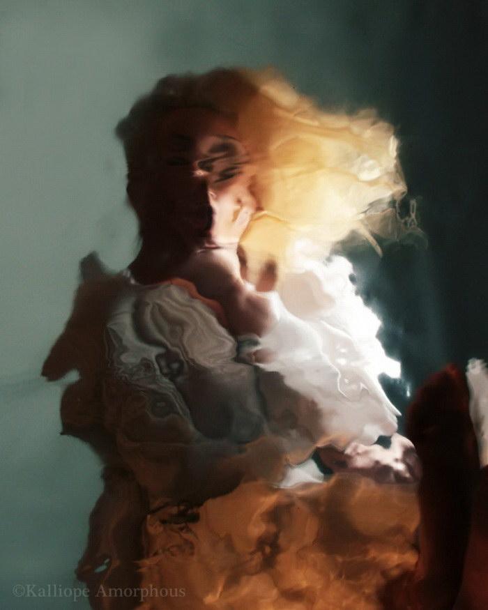 Автопортреты в зеркалах Kalliope Amorphous