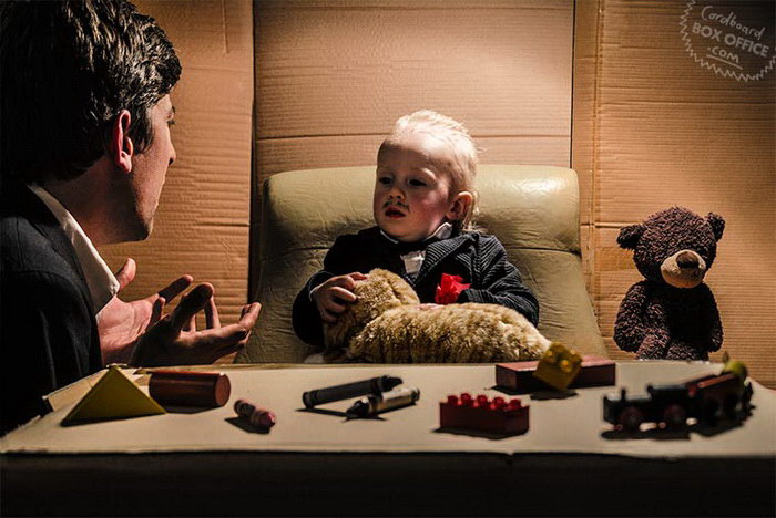 Семья создает сценки из популярных фильмов и сериалов