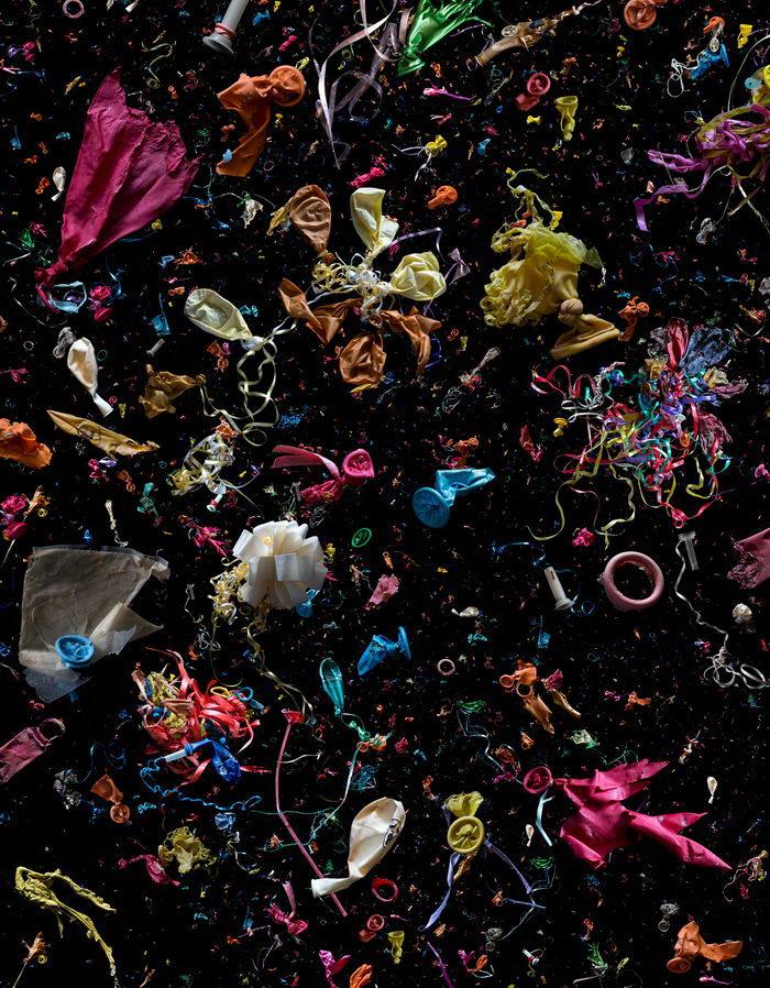 Космос из мусора: фотопроект Mandy Barker