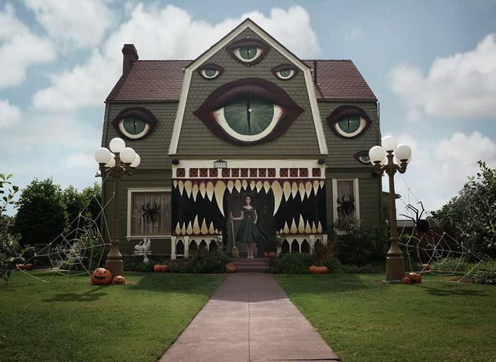Девушка украсила на Хэллоуин целый дом