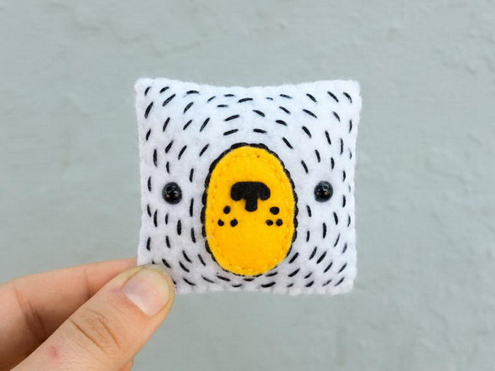 Шерстяные квадратики с лицами: проект Becky Margraf
