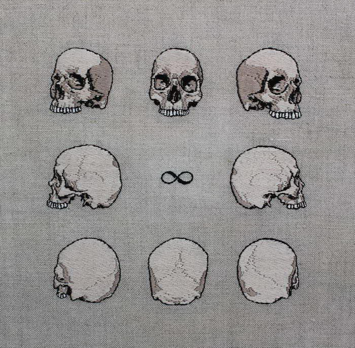 Жизнь и смерть в вышиваниях Adipocere