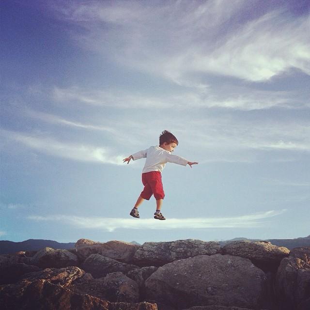 Люди, парящие в воздухе в фотографиях Simone Bramante