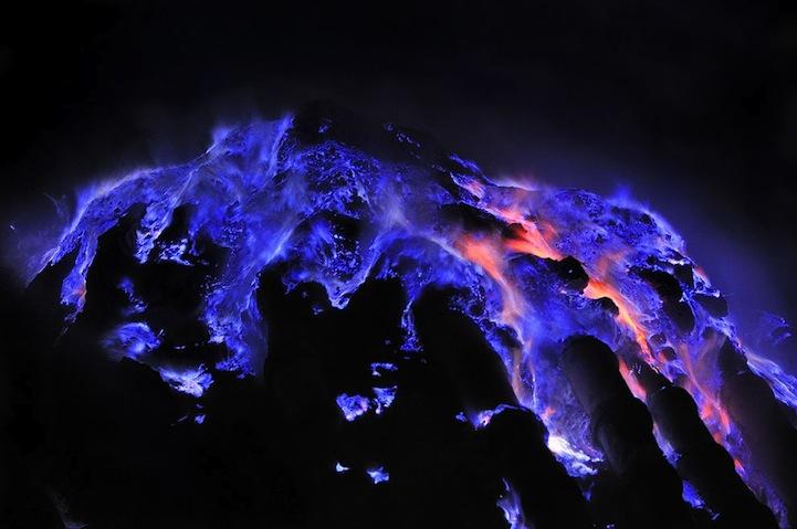 Извержение вулкана на Яве