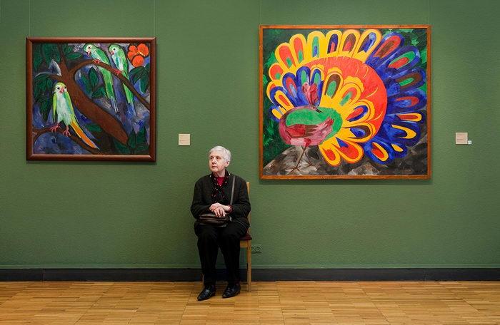 Смотрительницы музеев в талантливых снимках Andy Friberg