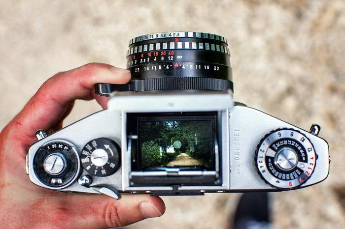 Фотографии видоискателя старой пленочной камеры Oliver Hihn