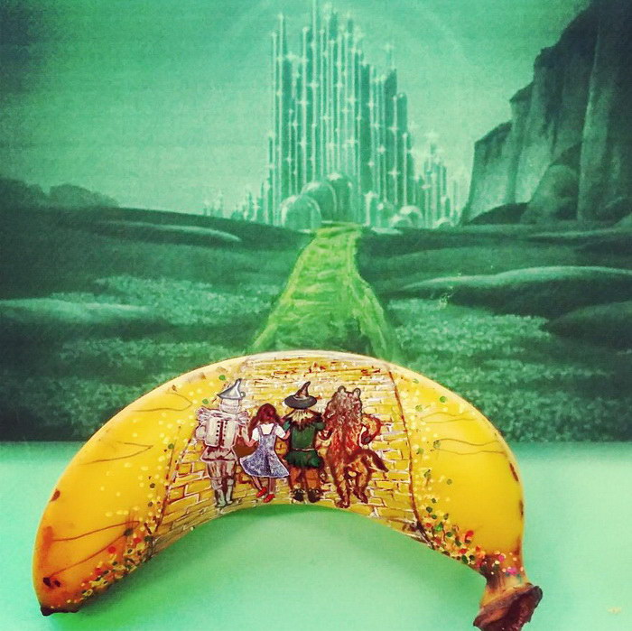 Потрясающие рисунки на бананах
