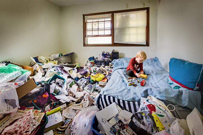compulsive hoarding Hoarding is a serious mental illness that affects 2 to 5 percent of the population.