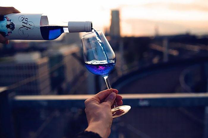 Голубое вино Gik: невероятный цвет и натуральность