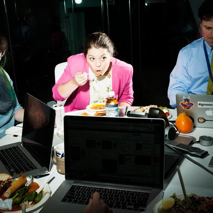 Офисные обеды в фотографиях Brian Finke