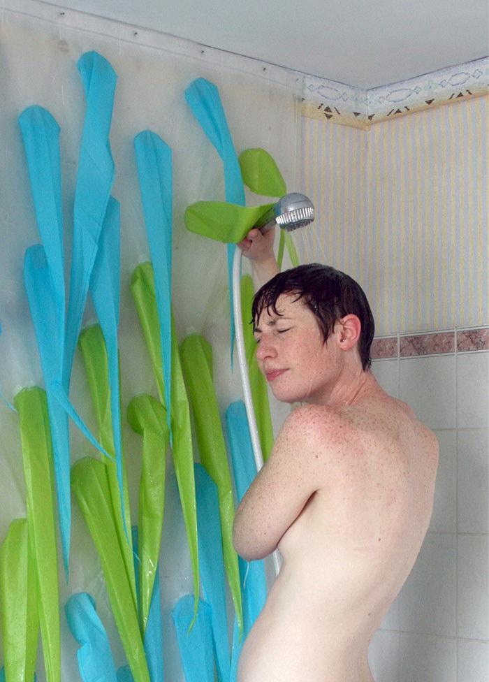 Экологичный душ, который не позволит мыться больше 4 минут