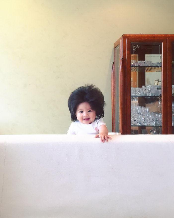 6-месячная девочка с роскошными волосами: Baby Chanco