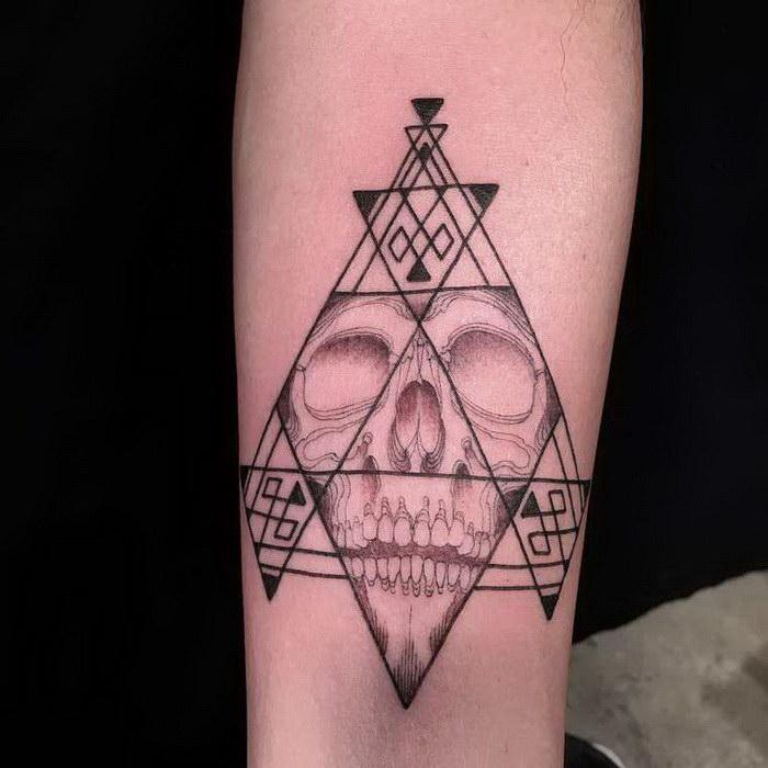 Татуировка вслепую: аттракцион для очень смелых людей