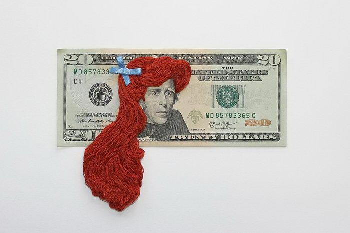 Сказочные прически на политиках с банкнот: работы Noora Schroderus