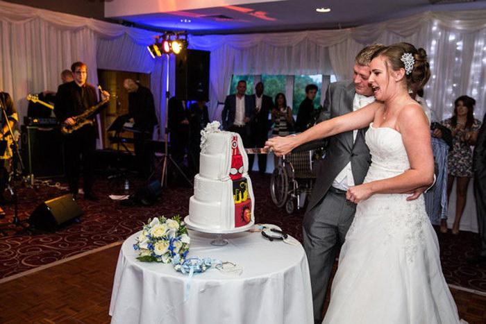 Необычный свадебный торт: классика и комиксы