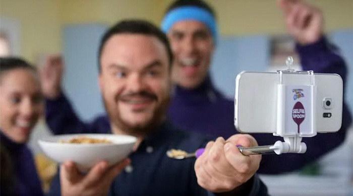 Селфи-палка с ложкой на конце: пусть все видят, что вы едите!