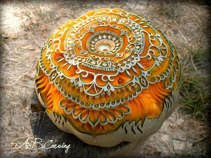 20 потрясающих скульптур из тыквы