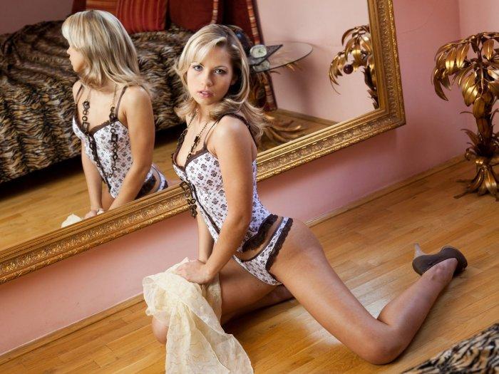 Красивые девушки в эротических позах