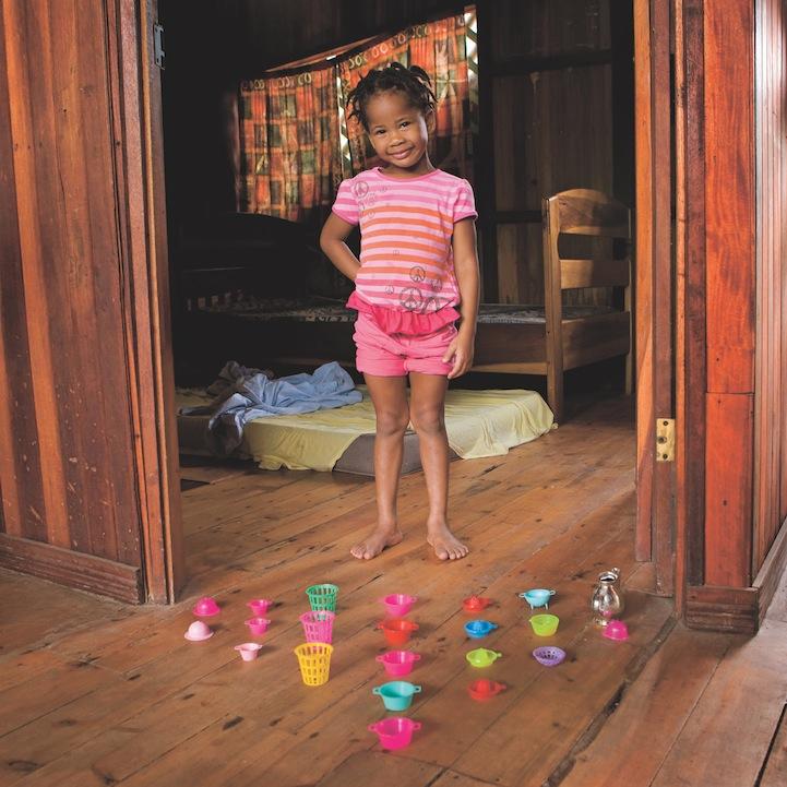 Дети и их игрушки в богатых и бедных семьях