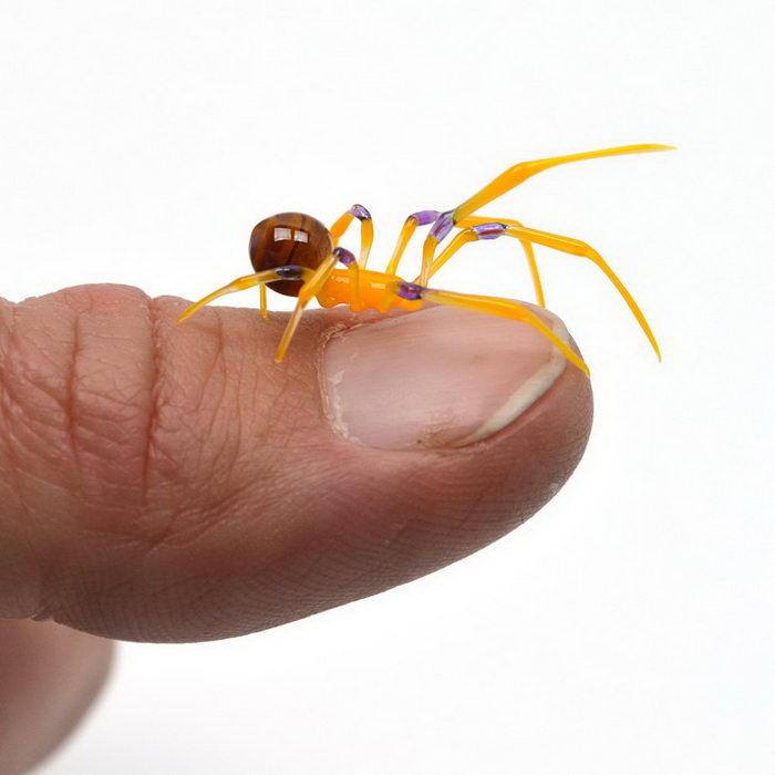 Маленькие стеклянные насекомые Wesley Fleming