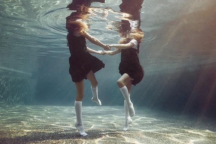 Подводные развлечения детей в фотографиях Alix Martinez