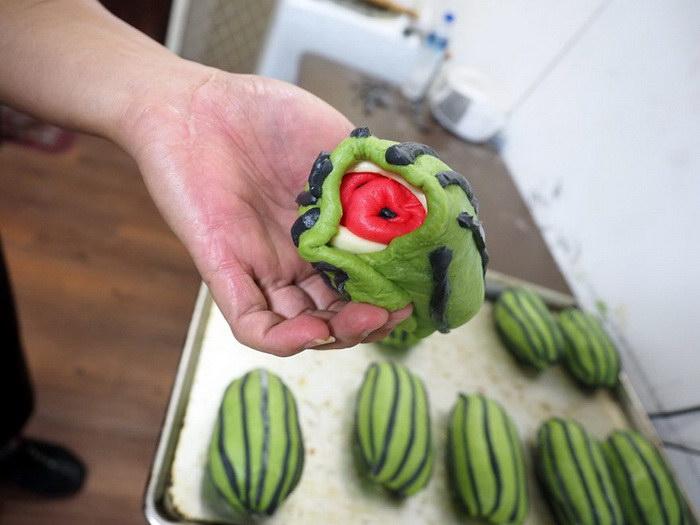 Новое кулинарное изобретение: тайваньский арбузный хлеб