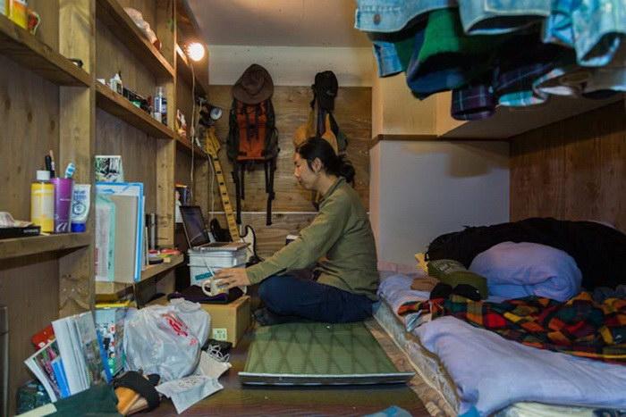 Жизнь в капсульных отелях Токио в фотографиях Wom Kim