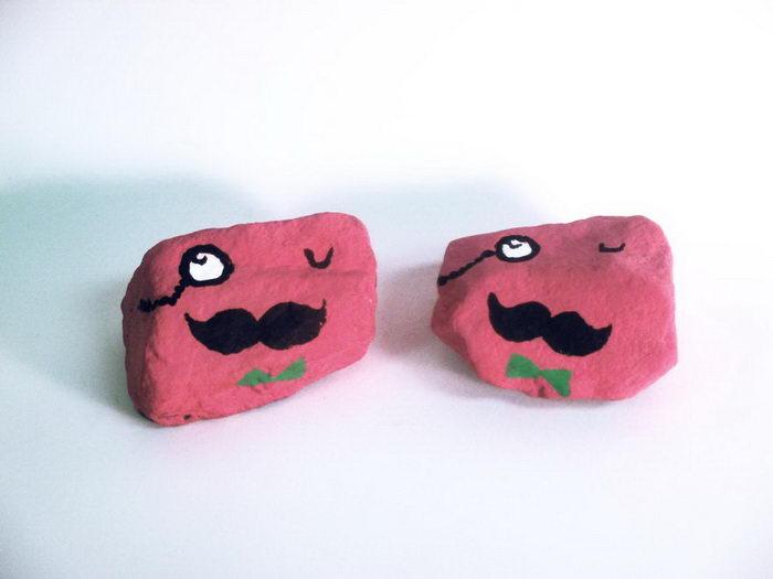Разрисованные детьми камушки Aaron Zenz