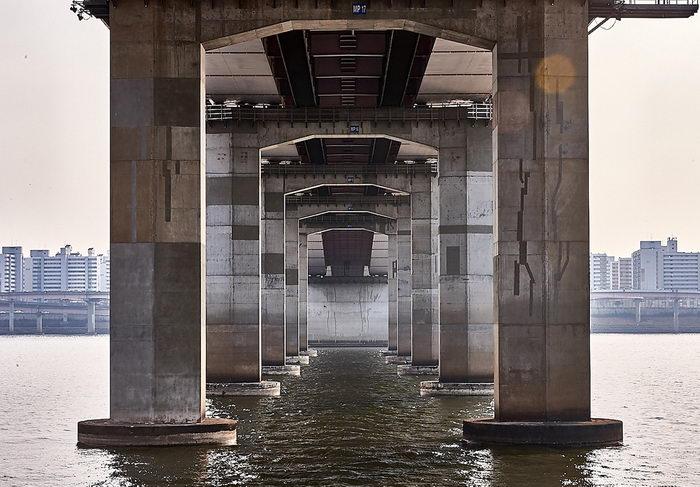 Геометрия мостов Сеула в снимках Manuel Alvarez Diestro