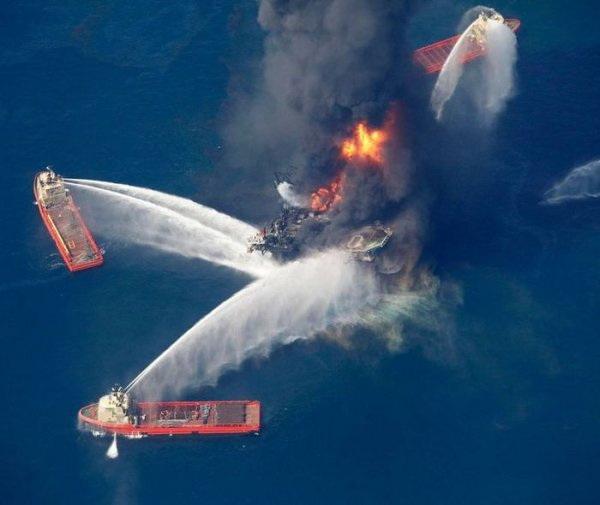 Взрыв на нефтяной вышке