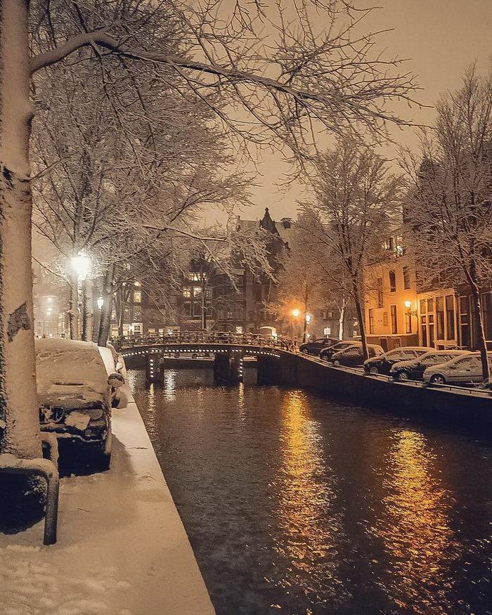 Амстердам в снегу: необычные фотографии 2018 года