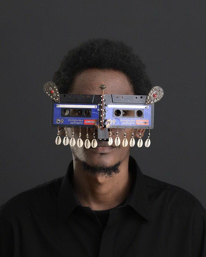 Экстравагантные очки Cyrus Kabiru
