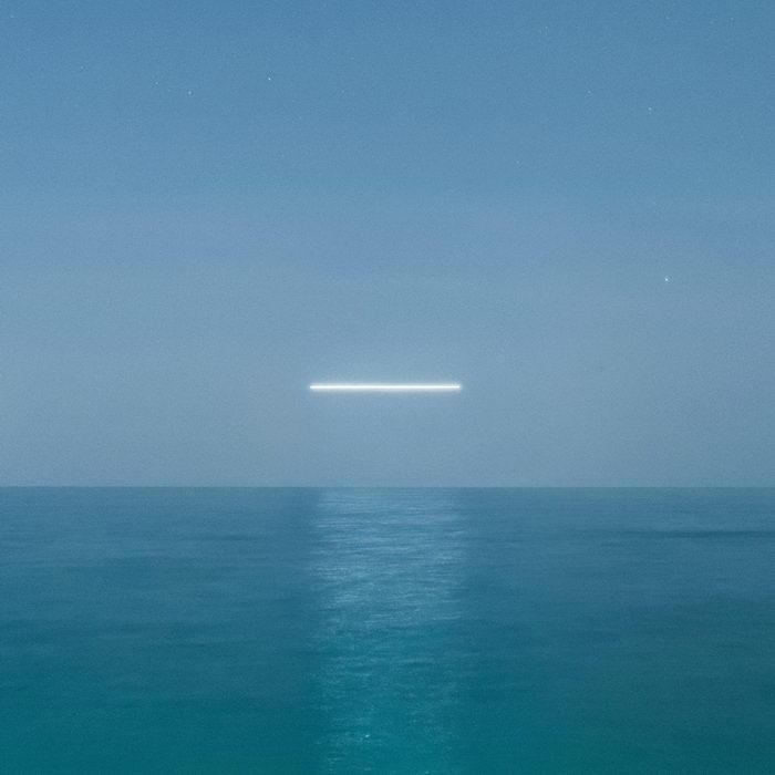 Светящиеся линии над горизонтом Reuben Wu